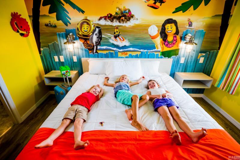 美国乐高海滩度假村将开业 多彩度假屋亮相
