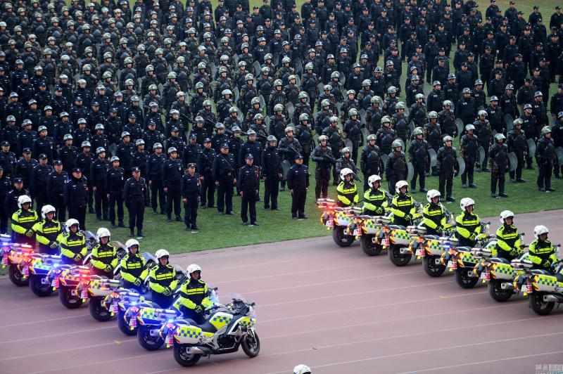 济南公安举行反恐实战演练 堪比动作大片