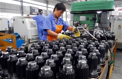 【新闻深三度】突出主导产业发展 产业集群化明显提升
