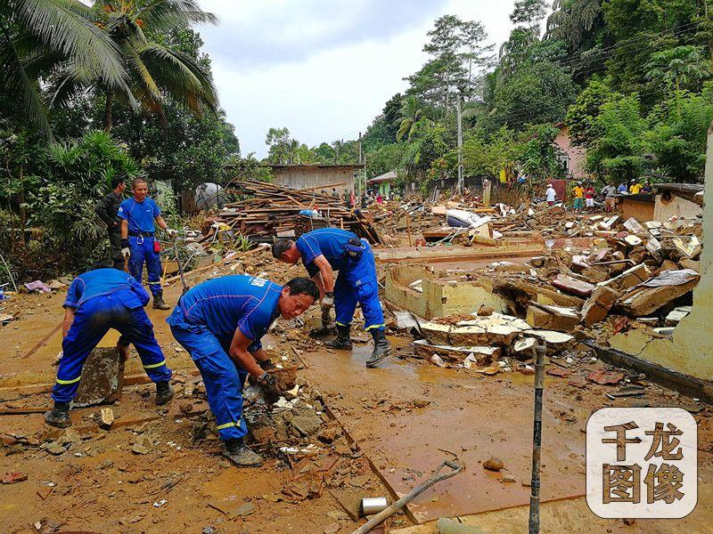 蓝天救援队自2007年成立以来,在全国及全球的灾害、灾难面前,都留下他们那抹蓝色的身影。图为蓝天救援队救援现场作业。蓝天救援队供图 千龙网发