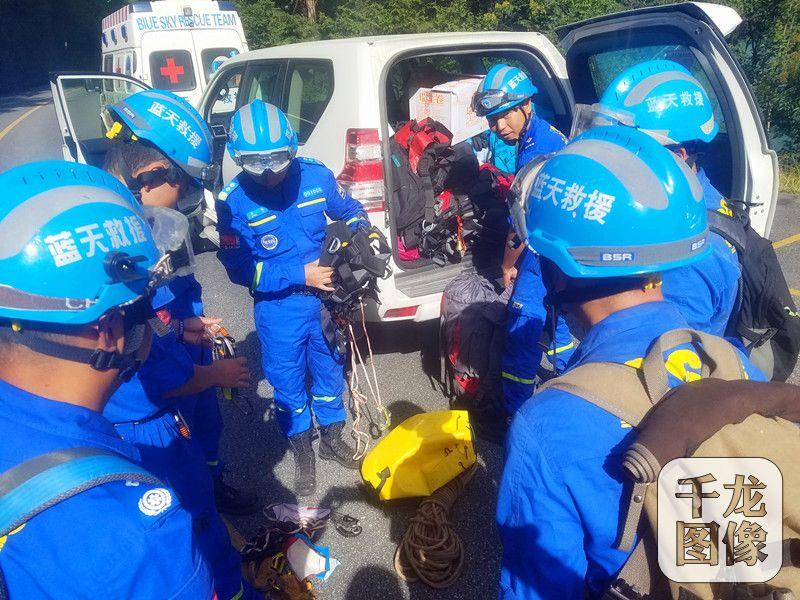 蓝天救援队自2007年成立以来,在全国及全球的灾害、灾难面前,都留下他们那抹蓝色的身影。图为蓝天救援队救援现场。蓝天救援队供图 千龙网发