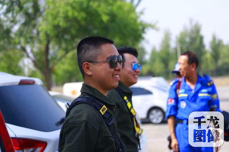 蓝天救援队自2007年成立以来,在全国及全球的灾害、灾难面前,都留下他们那抹蓝色的身影。图为蓝天救援队队员风采。蓝天救援队供图 千龙网发