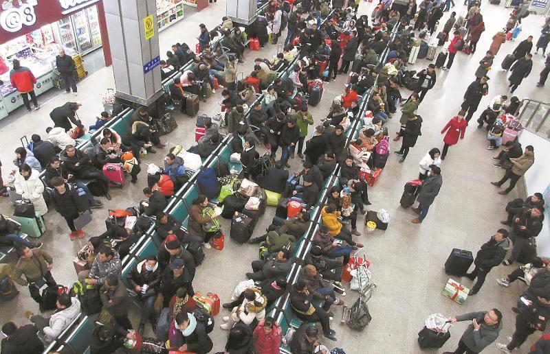 许昌火车站迎来节后返程高峰