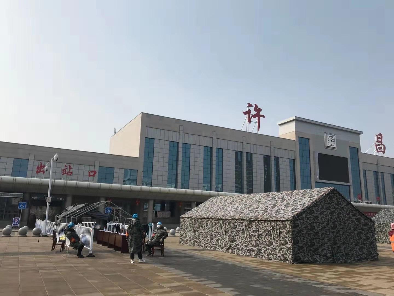 許昌火車站前正在建設的隔離區