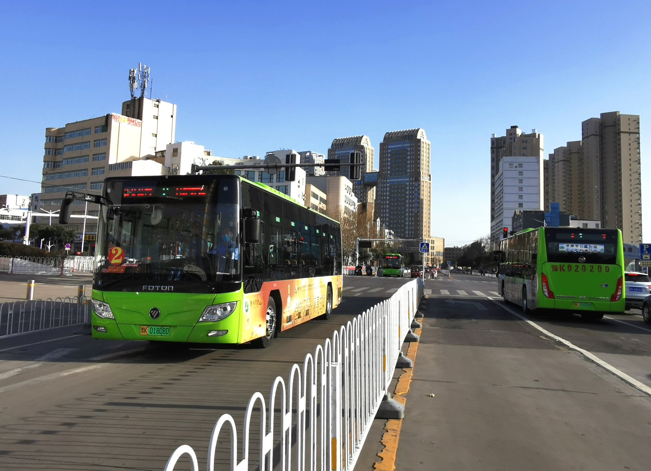市區公交車部分線路(lu)恢(hui)zhi)叢擻ying)